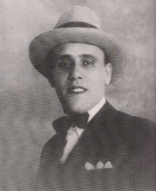 L'immagine può contenere: 1 persona, cappello