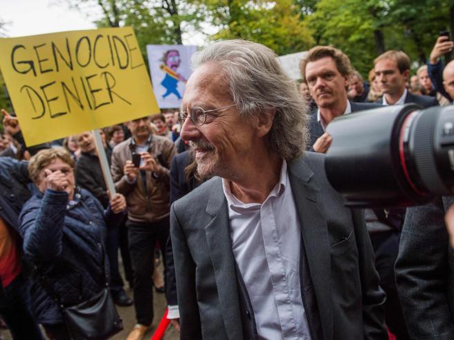 Nobel, è polemica su Peter Handke: fu sostenitore di Milošević