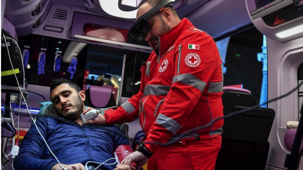 Il test sull'ambulanza connessa in 5G di Vodafone a Milano (Claudio Furlan-La Presse)